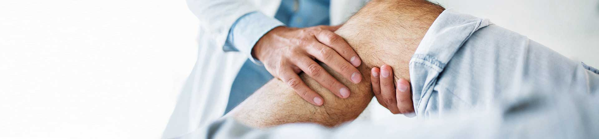 Doctor giving knee exam